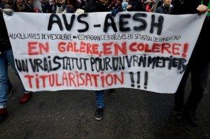 solidarité avec les accompagnants (npa 35) dans Educ'action arton830-9268e